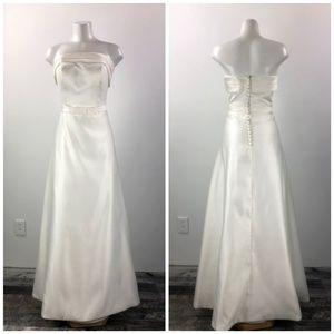 Dresses & Skirts - White Bow Detail Strapless Wedding Dress Size 14